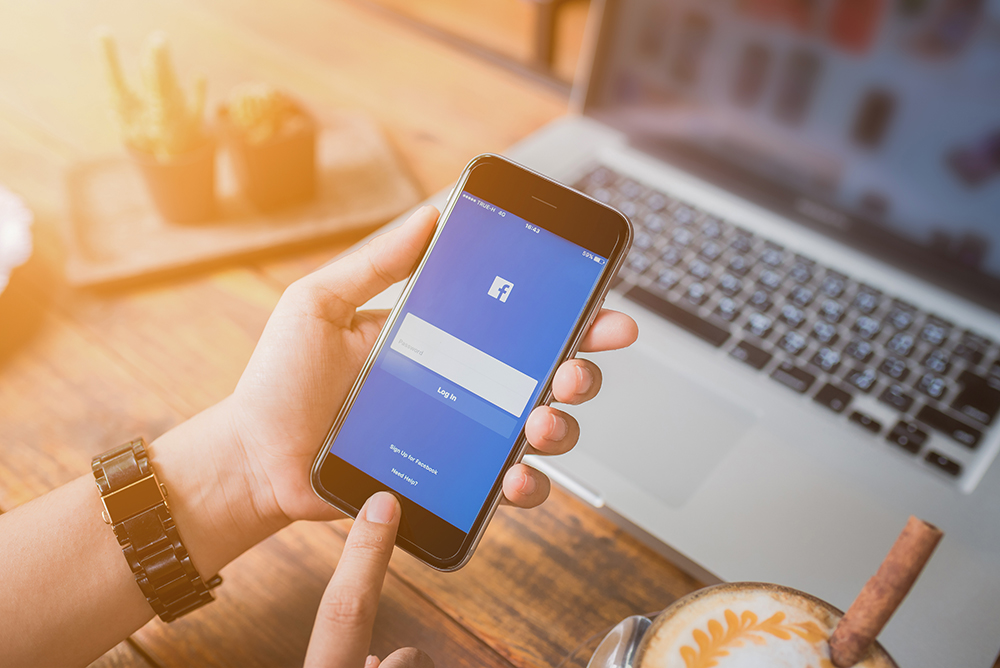 Is Facebook stories are best to communicate?